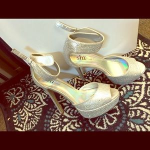 EXTREMELY comfy rhinestone pumps